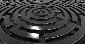 Herkömmliche IVR-Systeme für Versicherungen: Ein Ausflug ins Labyrinth